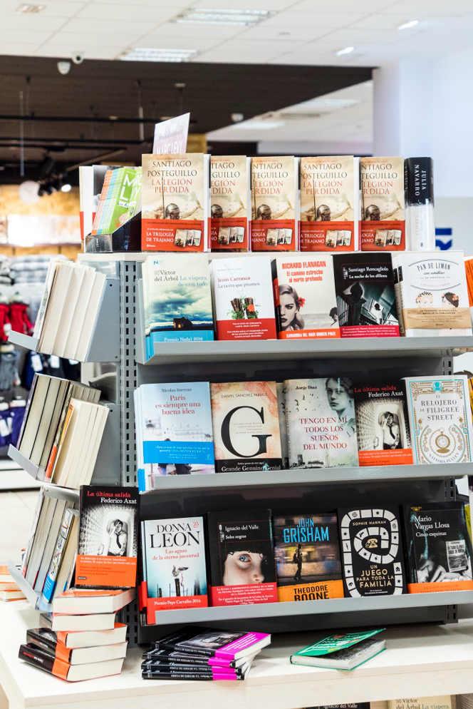 Imagen de la sección de libreria de Binipreu Menorca